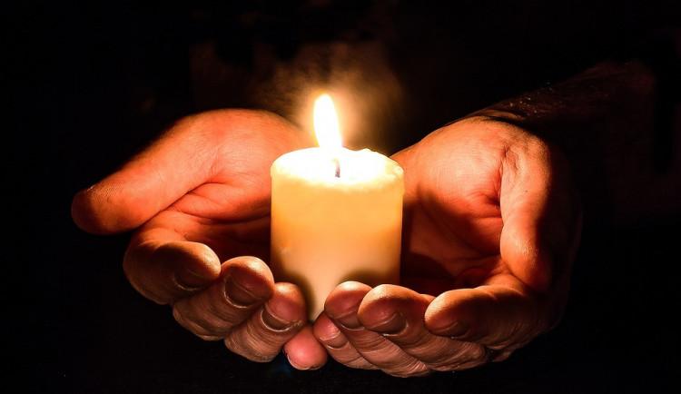 Lidé dnes uctí památku zemřelých, jsou Dušičky
