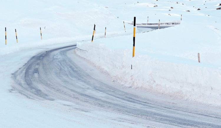 Třicet čísel nového sněhu, viditelnost do dvaceti metrů a minus deset stupňů. To je aktuální situace v Jeseníkách