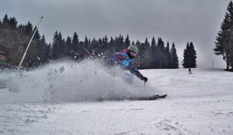 Sněhové podmínky jsou v Jeseníkách stále dobré, lyžařů je už méně
