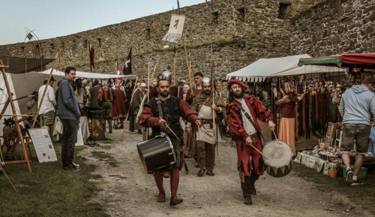 SOUTĚŽ: Vyhrajte rodinnou vstupenku na Festival vojenské historie na hradě Helfštýn