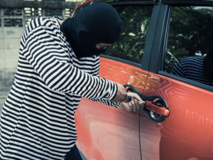 thieves-try-use-screwdriver-open-car-door-steal-car-while-owner-car-does_34755-100