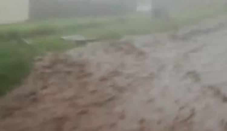 VIDEO: Podívejte se na děsivé video ze včerejší bouřky