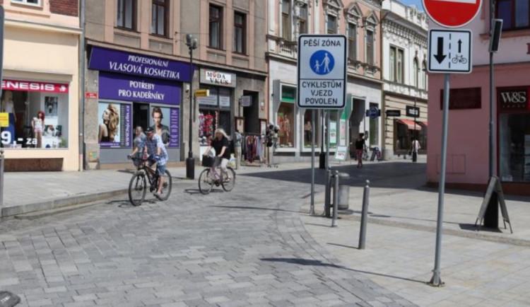 Wilsonova ulice v centru Přerova bude měsíc uzavřená kvůli opravě popraskané dlažby
