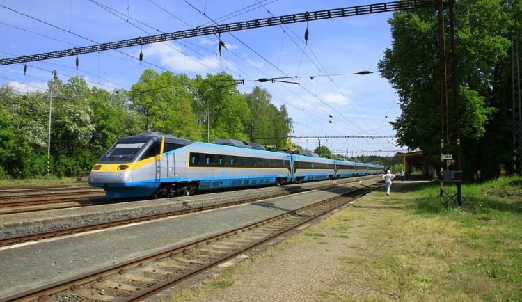 Pendolino v Olomouci usmrtilo chodce. Provoz na trati byl přerušen dvě hodiny