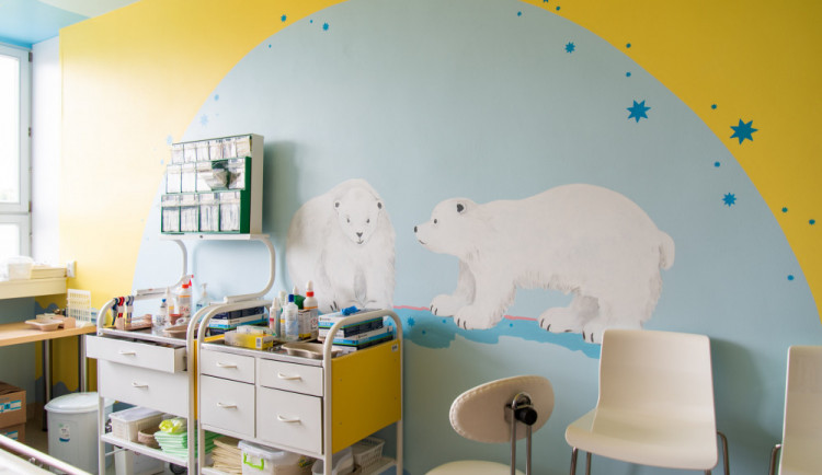 FOTO: Na pestrobarevnou zahradu se proměnilo pooperační oddělení na dětské klinice