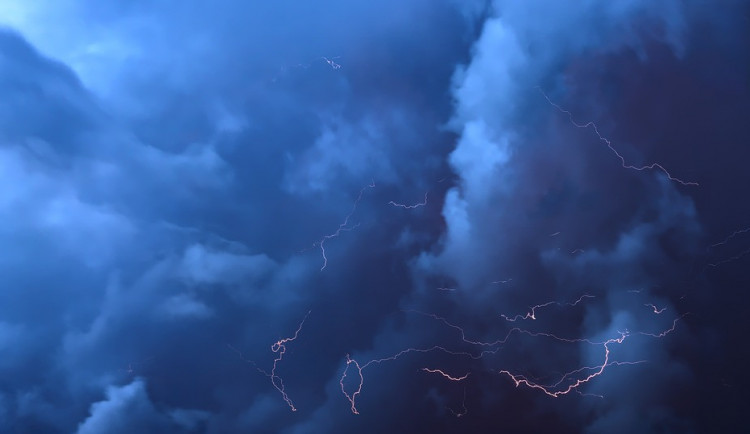 Na Olomoucký kraj se ženou bouřky, výstraha platí až do čtvrtka