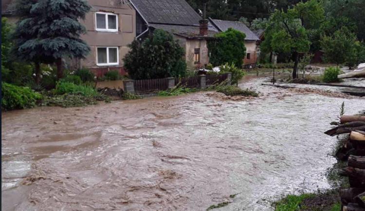 AKTUÁLNĚ: Přívalový déšť trápí obyvatele Senice na Hané nebo Čech pod Kosířem