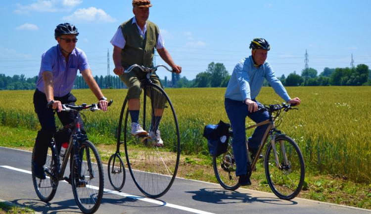 Po téměř devíti měsících byla slavnostně dokončena stavba cyklostezky ze Zábřeha do Leštiny
