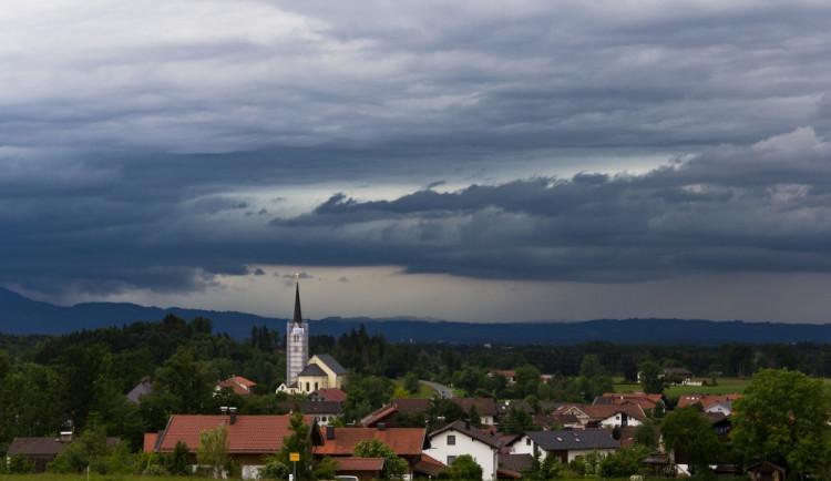 POČASÍ NA NEDĚLI: Dnes nás čeká déšť, bouřky a zatažená obloha