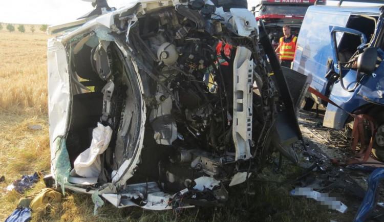 FOTO: Nehodu u Dubu nad Moravou zavinilo pravděpodobně chybné předjíždění jednoho z vozidel