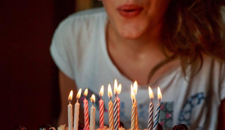 Provozovatelka baru svou oslavou narozenin rušila noční klid. Hrozí jí pokuta až sto tisíc
