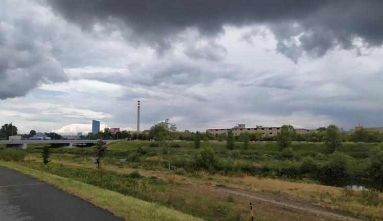 POČASÍ NA PONDĚLÍ: Polojasná obloha, déšť a bouřka, takové bude pondělí