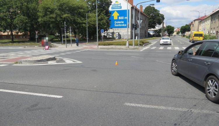 Policie žádá svědky o pomoc v objasnění dopravní nehody, při které naboural řidič náklaďáku a z místa nehody ujel