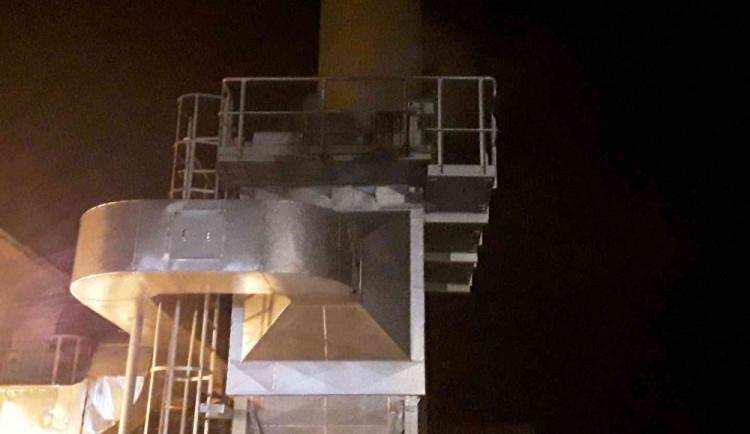 Hasiči likvidovali požár filtrační jednotky palivové cesty na kotelně. Došlo ke škodě za milion