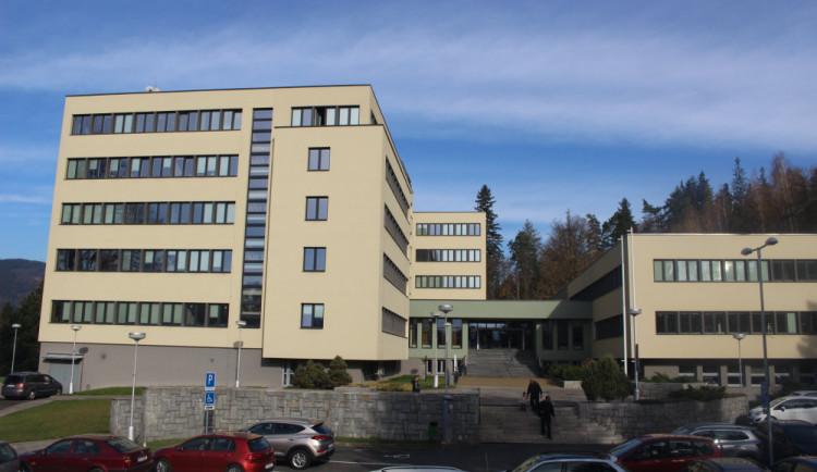 V budově IPOS zůstanou úředníci další dva roky. Budovu čeká rekonstrukce za desítky milionů korun