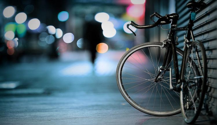 Cyklistovi se zapletla do výpletu předního kola taška. Spadl na cyklostezku a policistům nadýchal 2,53 promile