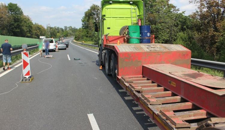 Dopravní nehoda tří aut zablokovala včera dálnici D46 ve směru na Olomouc