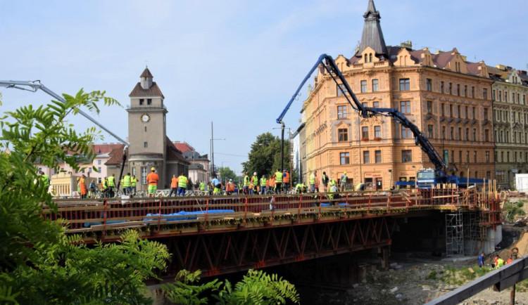 FOTO/VIDEO: U Bristolu probíhají unikátní práce. Celý most se musí vybetonovat za jediný den