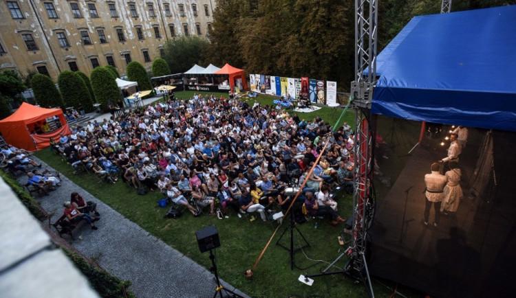 VÍKEND PODLE DRBNY: Olomoucké (nejen) shakespearovské léto vyplní vaše večery a na Litovelském Otvíráku si užijete skvělou hudbu