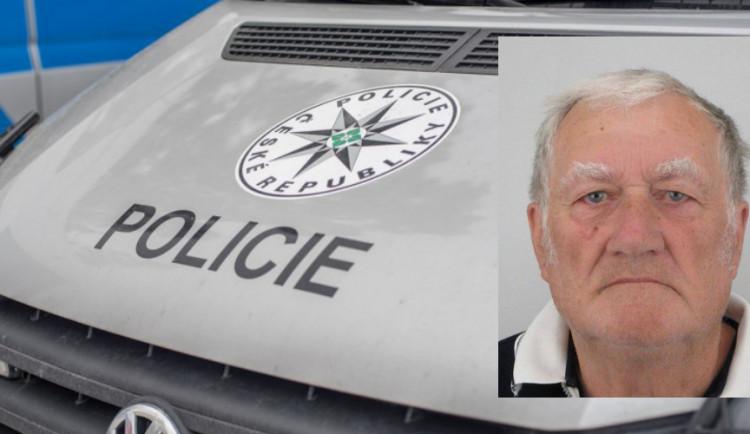 AKTUÁLNĚ: Policie pátrá po zmizelém seniorovi, rodina ho postrádá od čtvrtečního večera