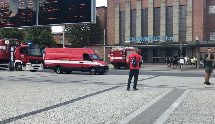 Budova hlavního nádraží byla uzavřena. Hasiči prověřovali únik neznámé látky