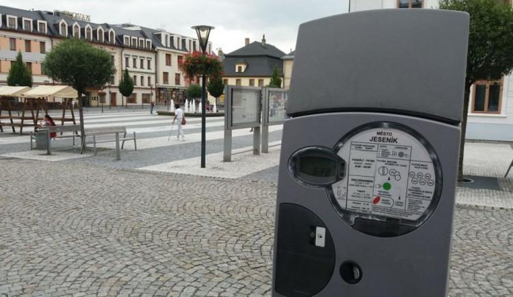 Sedm parkovacích automatů v Jeseníku čeká v příštím roce výměna
