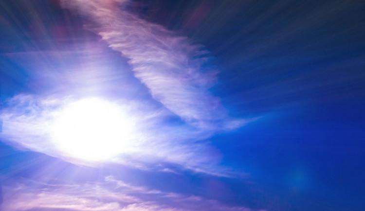 POČASÍ NA NEDĚLI: Na začátku dne bude oblačno až zataženo, pak se vyjasní