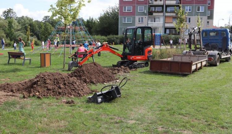 Na dětském hřišti v Přerově budou na podzim vysazeny stromy a keře