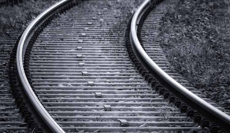 Po střetu s vlakem vyhasl život seniora. Podle kriminalistů šlo pravděpodobně o sebevraždu