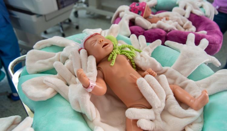 Na Novorozeneckém oddělení v olomoucké nemocnici se nejmenší miminka budou choulit v nových pelíšcích