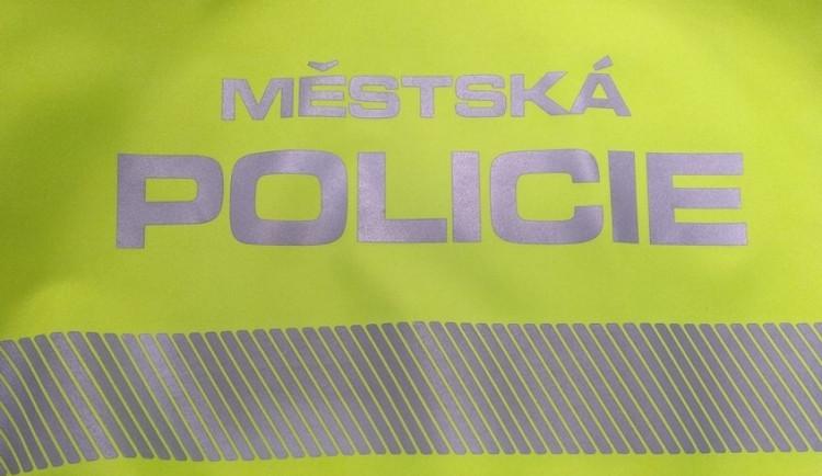 Seniorka zavolala policii, protože si myslela, že jí někdo vykradl byt. Podle strážníků měla vidiny