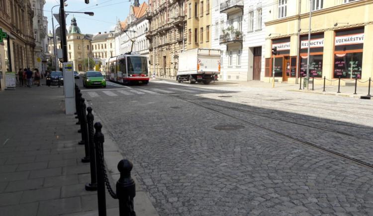 FOTO/VIDEO: Provoz v Palackého ulici je v normálu. Silnice je opravena