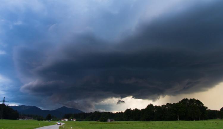 POČASÍ NA PONDĚLÍ: Přes den bude polojasno, na horách se objeví bouřky