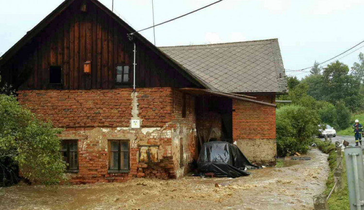 Olomoucký kraj zasáhly silné srážky, hasiči zasahovali na několika místech
