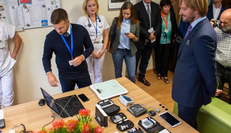 Ředitel olomoucké nemocnice a ministr Vojtěch podepsali smlouvu o zřízení kompetenčního centra pro elektronické zdravotnictví