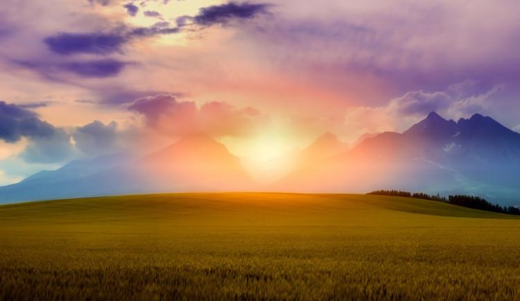 POČASÍ NA NEDĚLI: Ráno nás místy čekají mlhy, bude jasno až polojasno