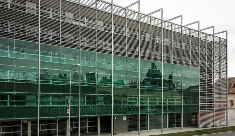 V Olomouci začne projednávání daňových podvodů za sto milionů. Obžalováno je dvanáct osob