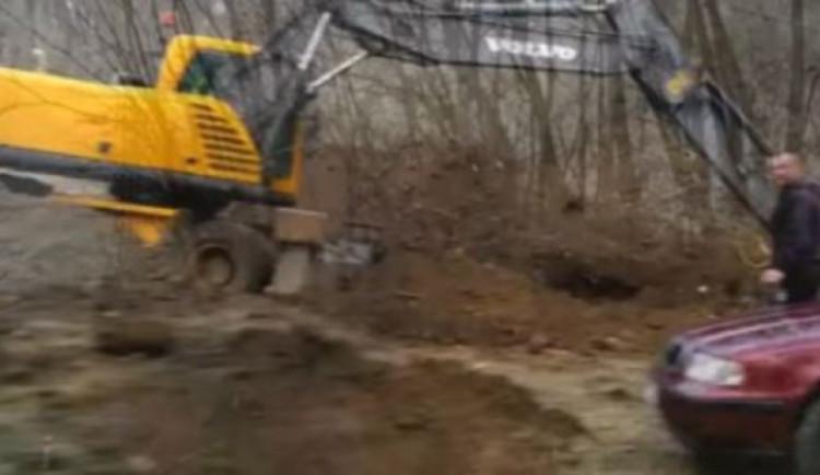 Olomoucký kraj chce zastavit černou stavbu střelnice. Tu buduje bez povolení policista z Prostějovska