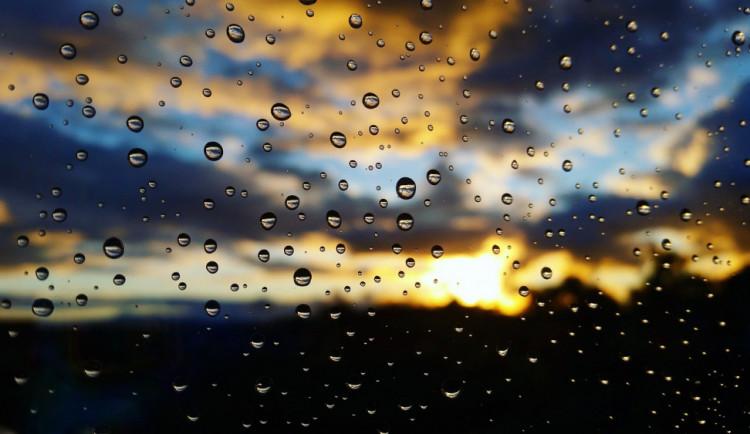 POČASÍ NA ÚTERÝ: Dnes bude oblačno až zataženo, místy zaprší