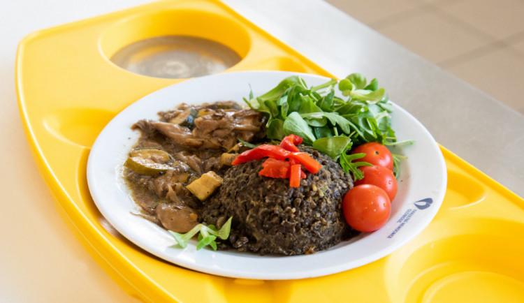FOTO: Hospitalizovaní pacienti si v olomoucké nemocnici mohou vybrat ze tří obědových menu