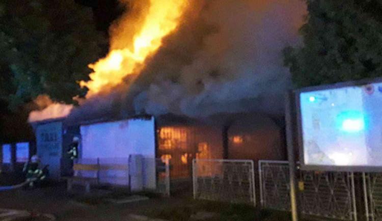 FOTO: V Uničově vyhořelo Rio. U požáru zasahovaly čtyři jednotky hasičů