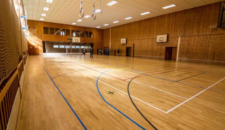 Nejstarší škola na Jesenicku pro kováře a sedláře má opravenou tělocvičnu