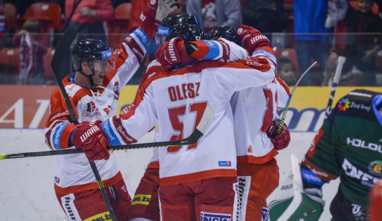 Olomoučtí hokejisté porazili Karlovy Vary 3:2 a v tabulce extraligy jsou čtvrtí