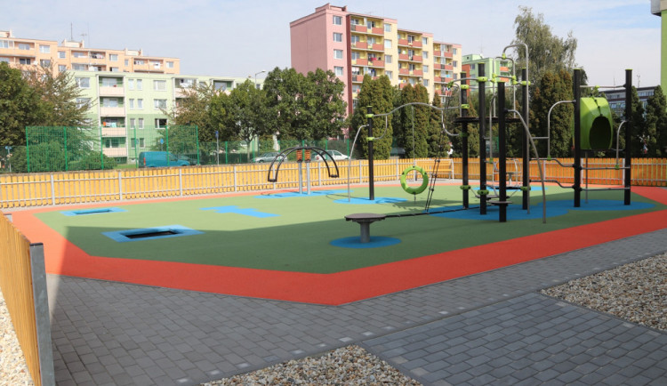 V Přerově se slavnostně otevře nové školní sportoviště. Radní si zahrají fotbal s přerovskými sportovci