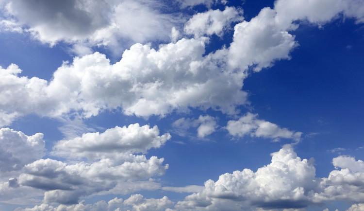 POČASÍ NA SOBOTU: Dopoledne nízká oblačnost a mlha, pak polojasno s mírným větrem
