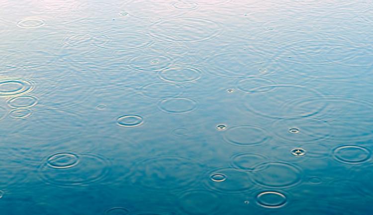 POČASÍ NA STŘEDU: Jasno, odpoledne se místy objeví déšť