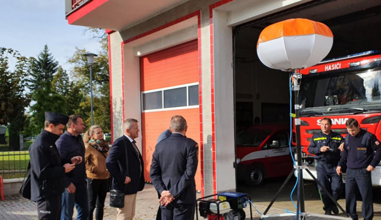 Litovelští hasiči dostali speciální osvětlovací balón pro noční zásahy