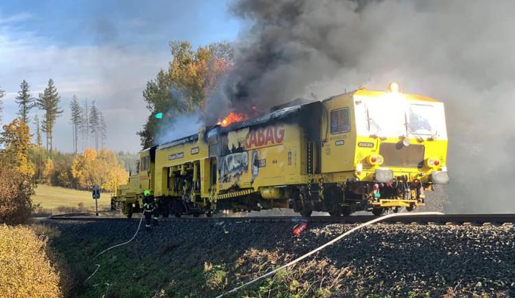 Požár na železnici zaměstnal sedm jednotek hasičů. Škoda jde do milionů
