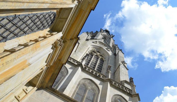 Kostelníkovi z Dómu došla trpělivost a zavolal strážníky na muže, který v katedrále plýtval svěcenou vodou a spustil alarm