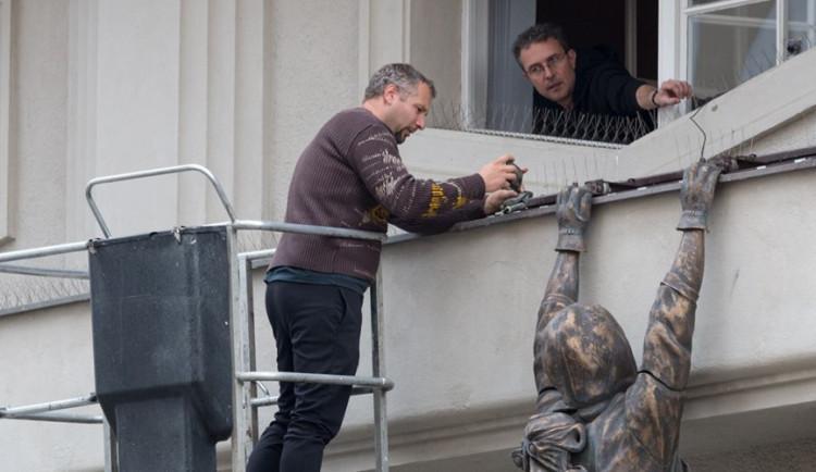 Olomoucký Lupič se na fasádu Muzea umění vrátí až v dubnu